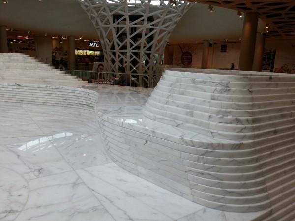 płyty kamienne w centrum handlowym