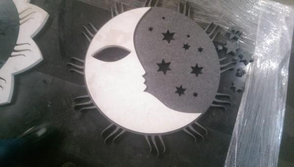księżyc i gwiazdy, wzór w kamieniu