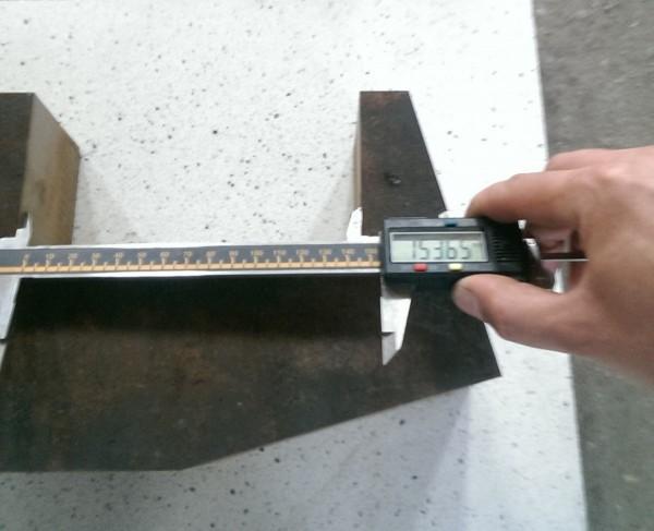 mierzenie stalowego elementu